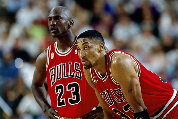 A picture of Michael Jordan and Scottie Pippen